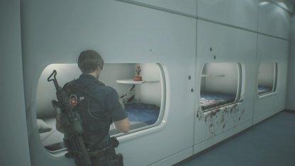 研究所仮眠室のMr.ラクーン人形